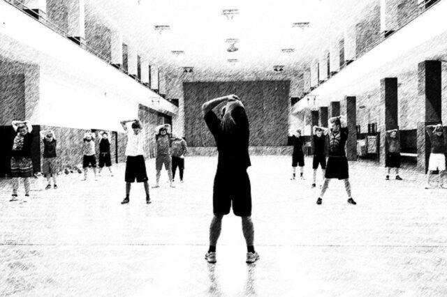 Rola rozgrzewki w treningu na siłowni.