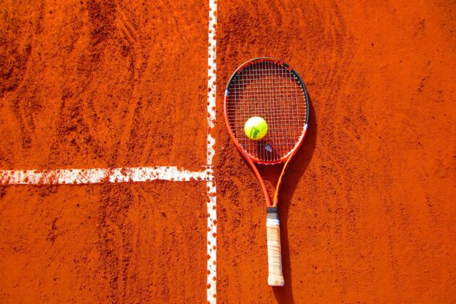 Rakiety tenisowe – opis, parametry i dobór odpowiedniego sprzętu